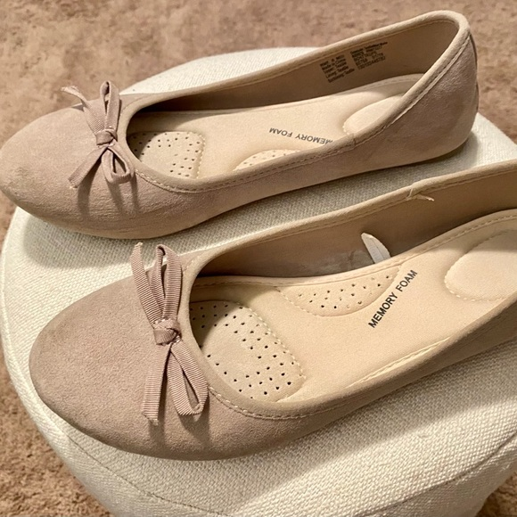 SO Shoes - Casual Beige Slip Ons with Bow